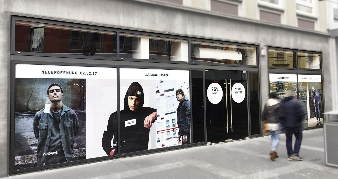 Fensterbeklebung von Schaufenstern im Einzelhandel - Sichtschutzbeklebung aus unserer Werbetechnik