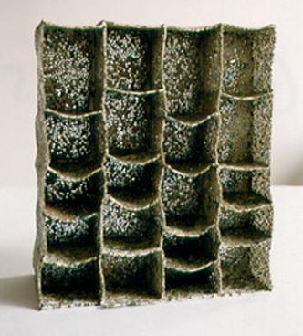 Graue Räume 5 Paperclay (gefärbt), Glasperlen 2002