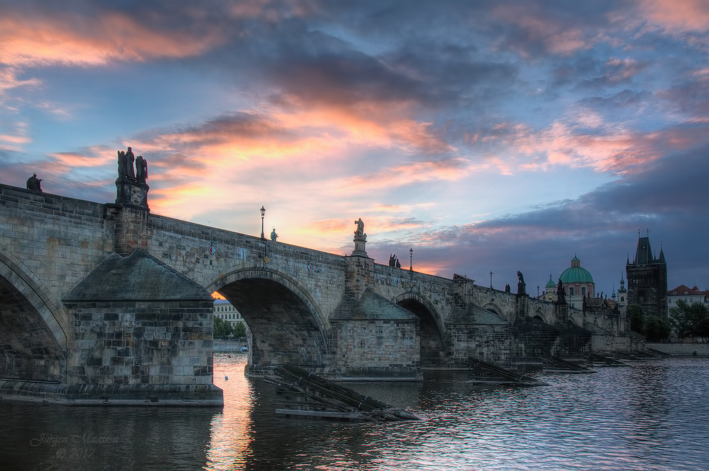 Karelsbrug Praag 's morgens - Charles Bridge Prague in the morning.