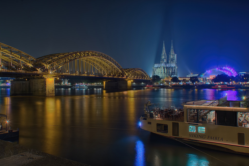 Keulen 's avonds - Cologne @ evening.