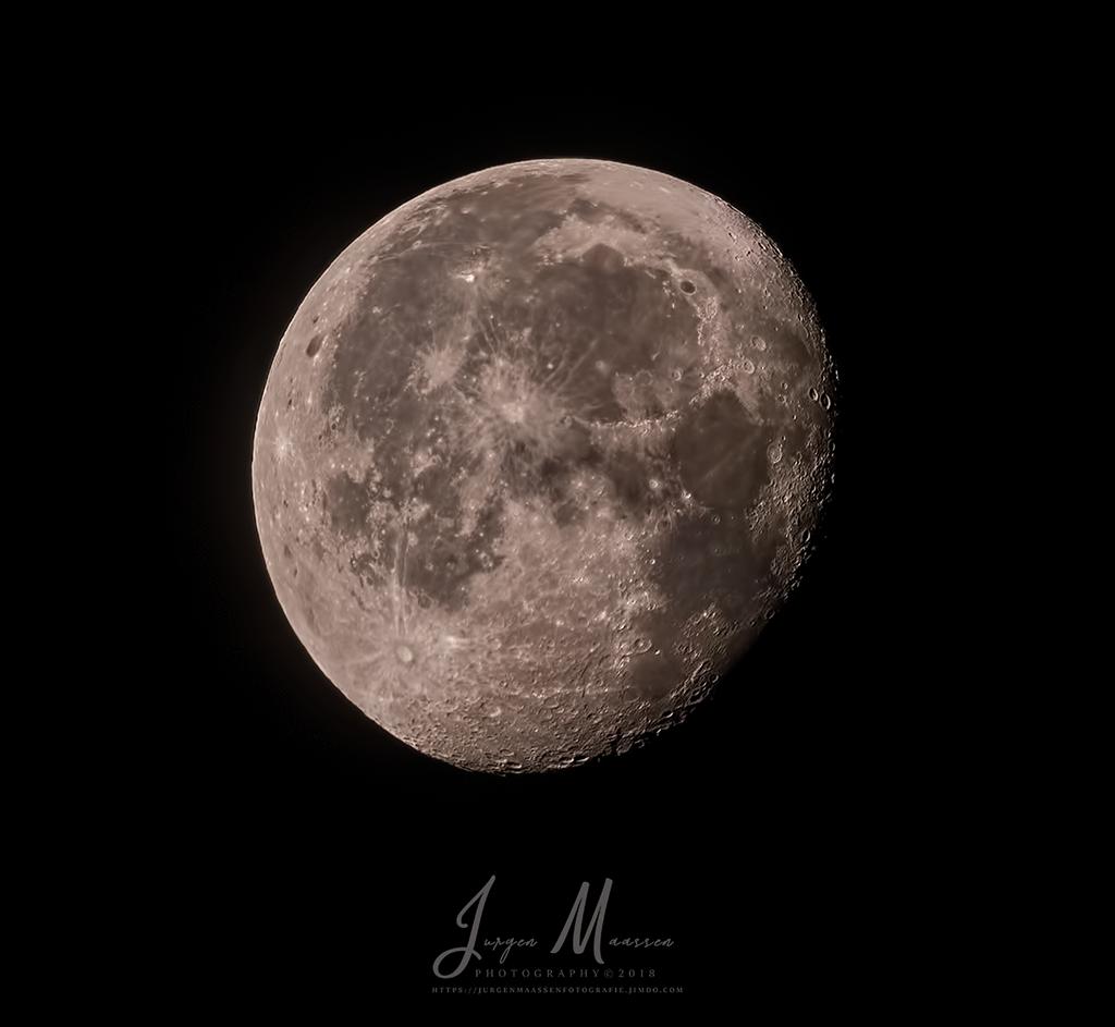 Maan - Moon.