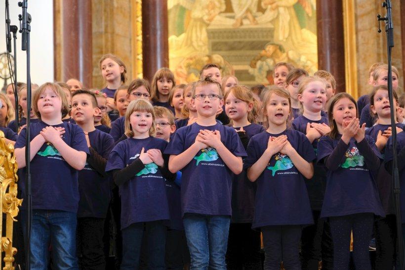 Kinder singen mit Herz