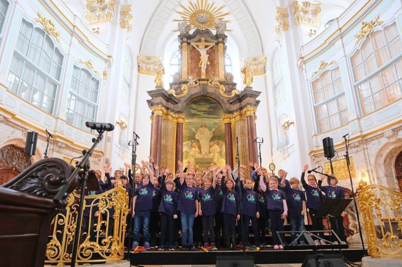 Kinder singen für Kinder