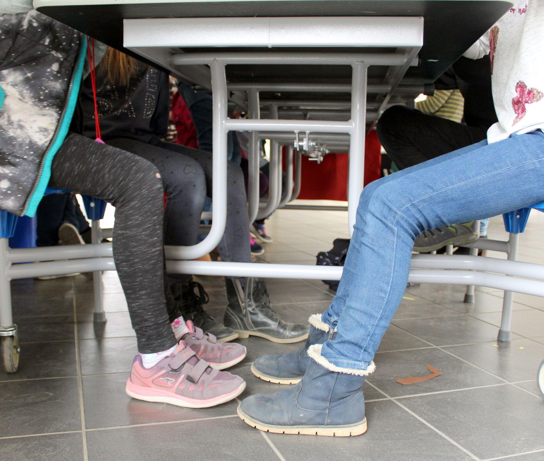 Zahlreiche Schüler nutzen das Bastelangebot und gingen mit eigenen Lesezeichen heim