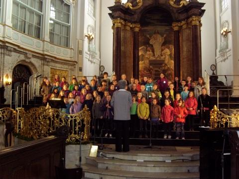"""Hauptkirche St. Michaelis in Hamburg beim 20. Chorfestival """"Kinder singen für Kinder"""""""