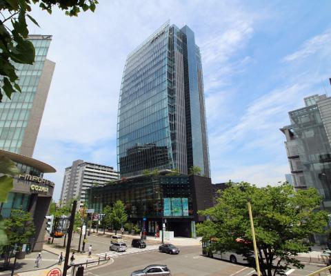 新潟市就業規則作成代行センターが12階に入居する中央区万代の新潟日報メディアシップ