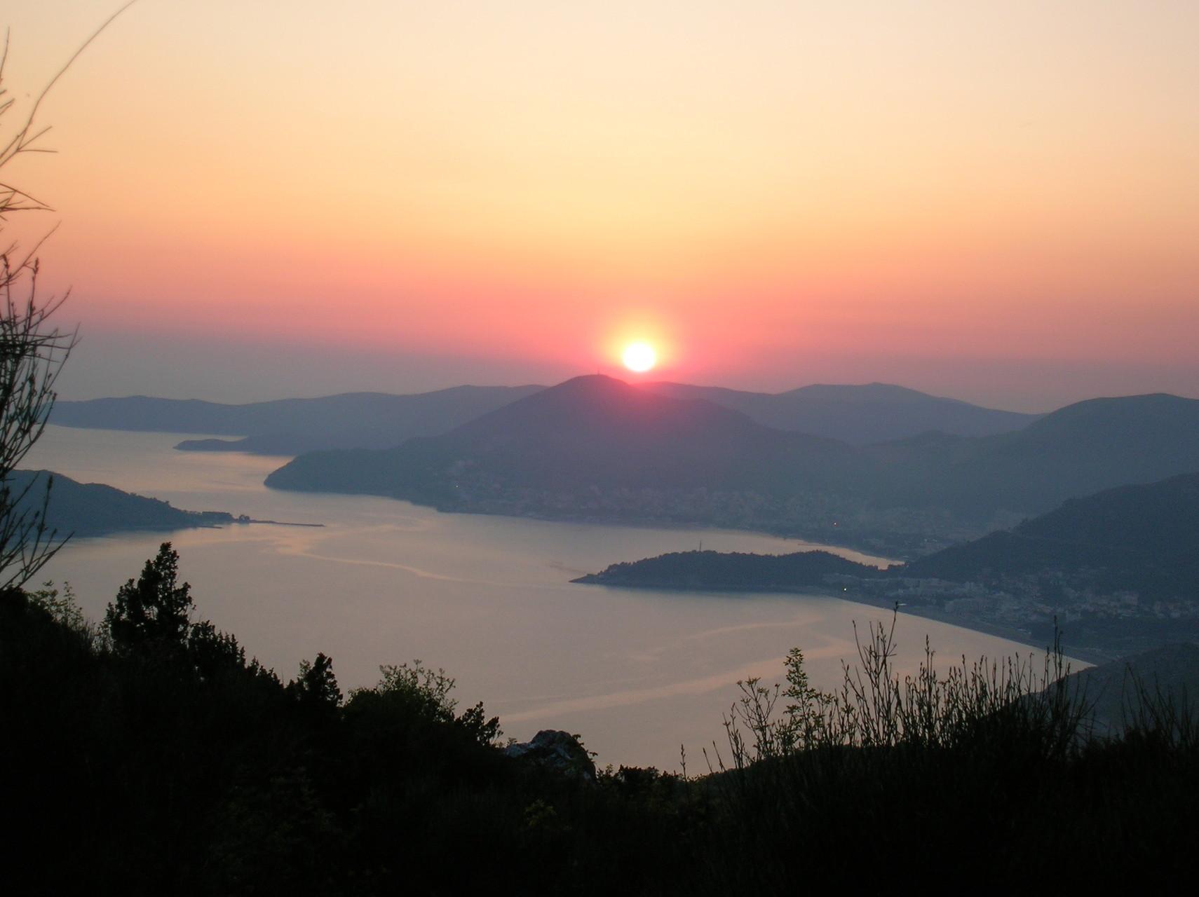 Sonnenuntergang über der Bucht von Kotor