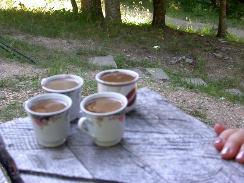Kaffeepause auf der Alm im Bjelasica-Gebirge