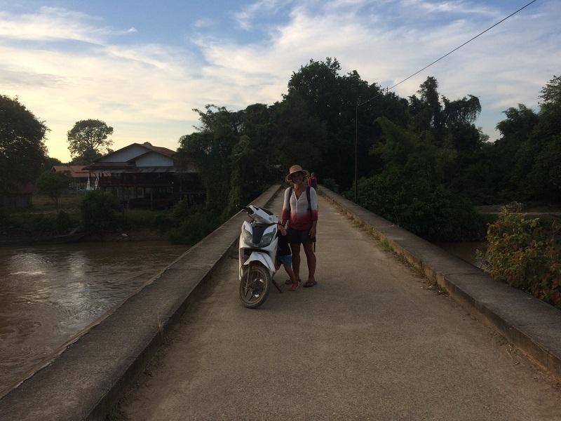 Unser Roller für den Tag - Brücke, die Don Det und Don Khone verbindet