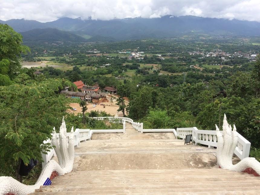 300 Stufen zum Wat Phra That Mae Yen