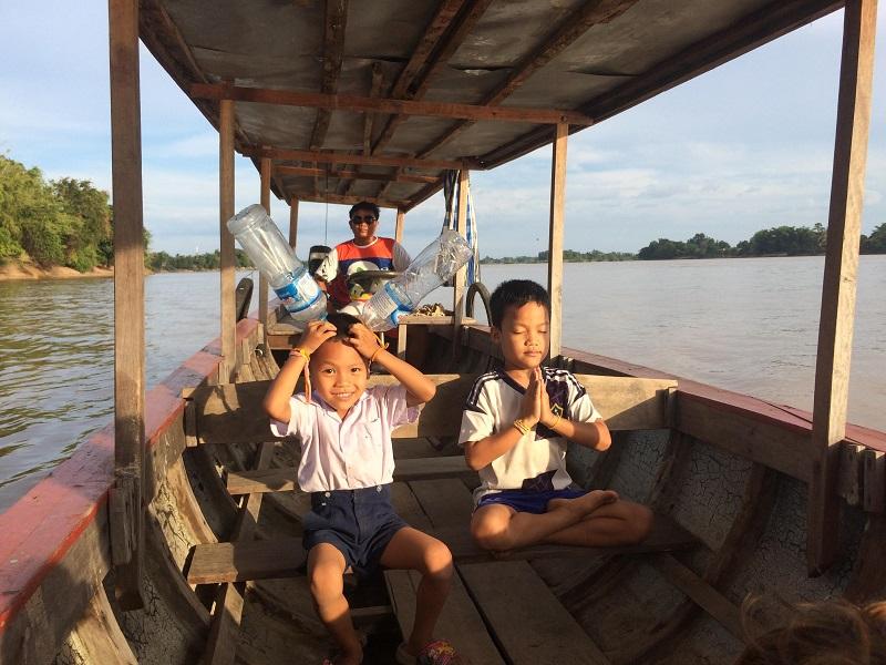 Die beiden Söhne des Bootsfahrers waren auch dabei! Echt lustige Jungs!
