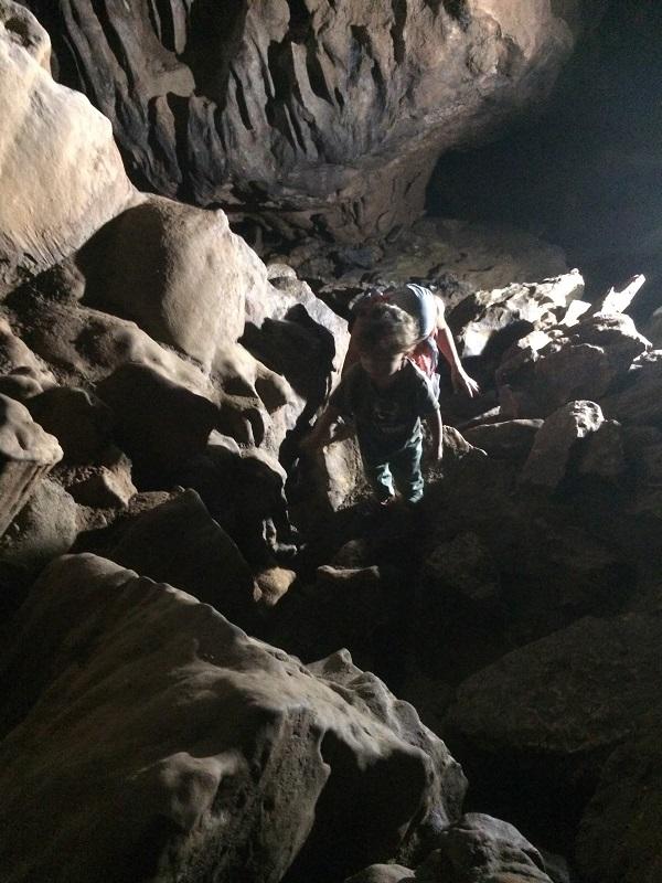 ...wir mussten runter- und raufklettern um tiefer in die Höhle zu kommen