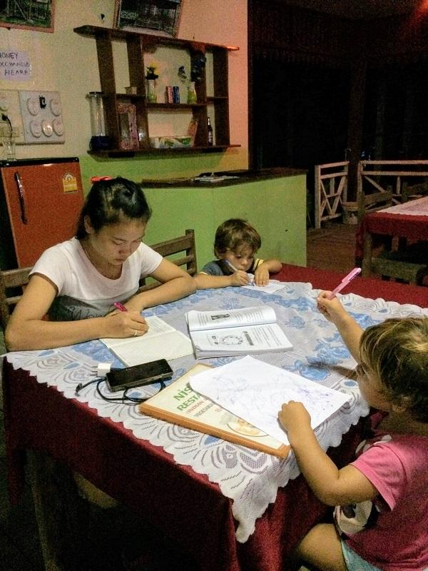 Hausaufgaben erledigen im Indischen Restaurant