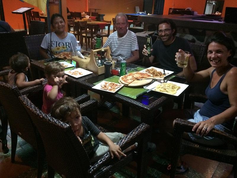 ...und gleich am Abend mit Ivans Vater Hans, seine Frau Jenny und Mario zum Italo! ;-)