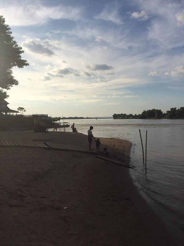 Kleiner Strand am Pier von Don Det