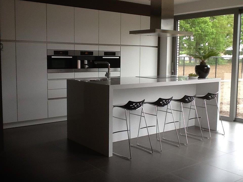 greeploze keuken met fronten in poederlak