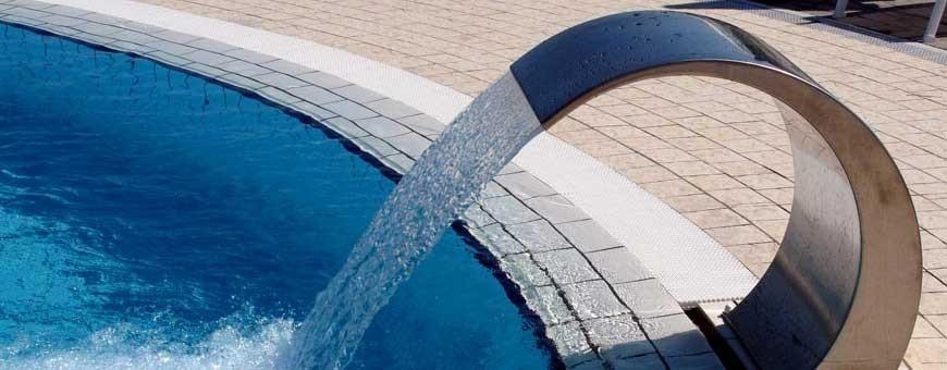 Giochi e cascate d'acqua per piscine