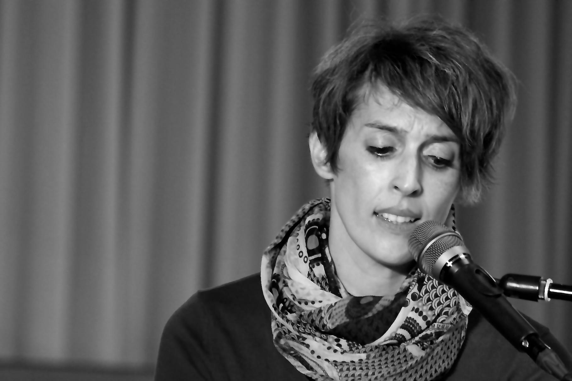 Tanja Kumpe (Gesang) Die Musiker der Band von ulf hartmann. Livemusik (Singer-Songwriter) aus Braunschweig. Foto: Hans Scheschonk
