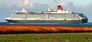 Kreuzfahrtschiff Queen Mary II vor Otterndorf