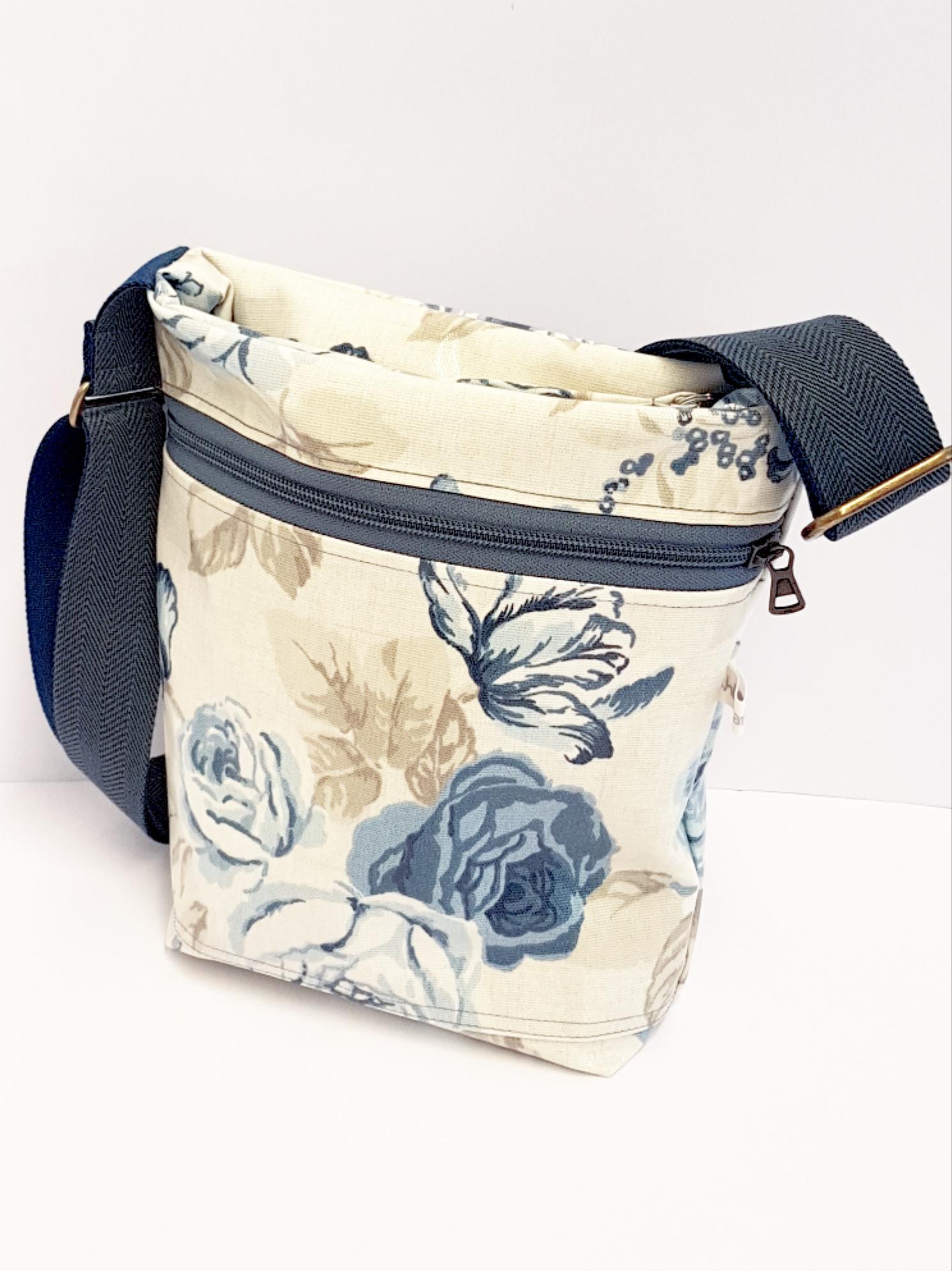 Tasche Wachstuch blaue Rosen, verkauft