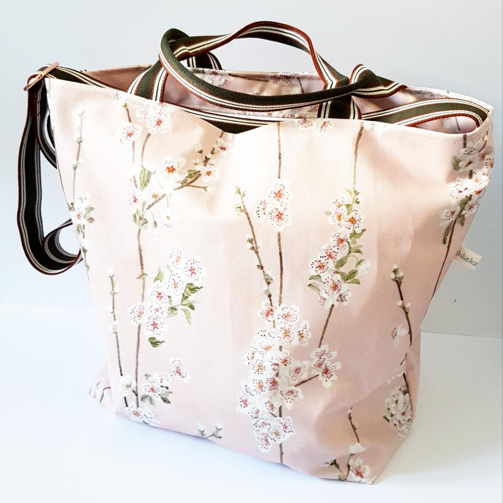 Shopper/Einkaufstasche Almond Blossom, Fr. 95.-