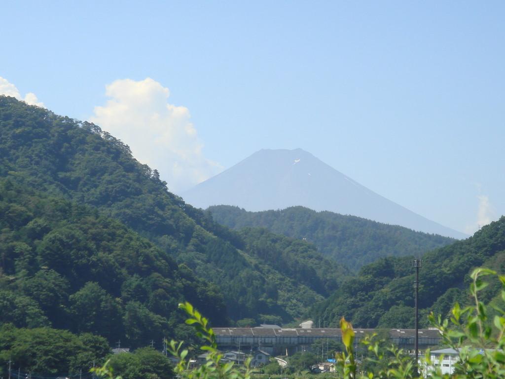 初狩SAから富士山を望む