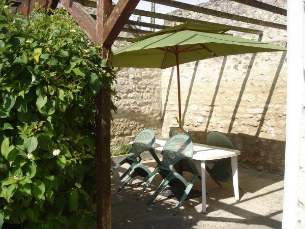 Le Misteflore terrasse donnant accès direct à la cuisine