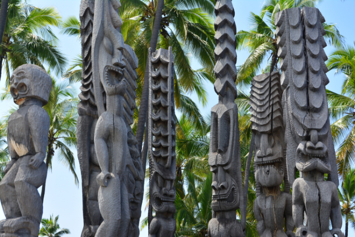 Holzidole am Puuhonua o Honaunau