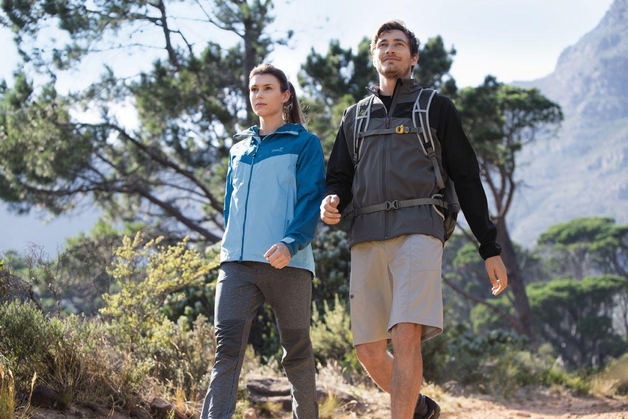 Wetterfeste atmungsaktive Wander-Ausrüstung und Wanderbekleidung