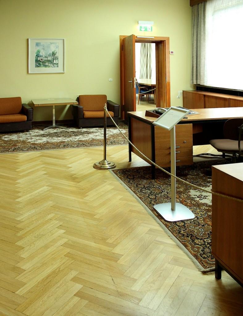 Restaurierung der Möbel im Stasimuseum Berlin - reversibel ...