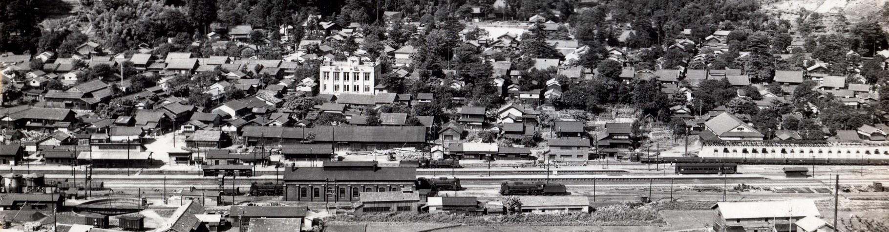 昭和24年当時の今庄駅周辺、レンガ作りの機関車格納庫、転車台がある。