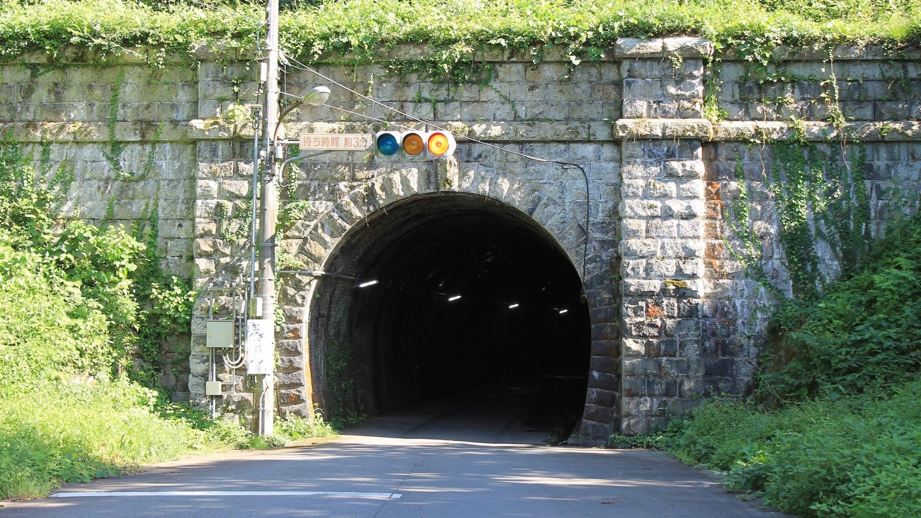 現在は、通学路としても利用されている。トンネル内の証明もLEDを使用。