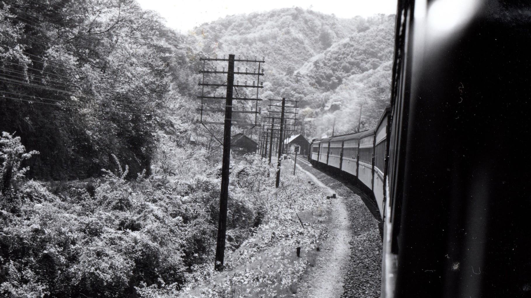 昭和37年当時、列車より前写真と同じ場所で撮影したもの。