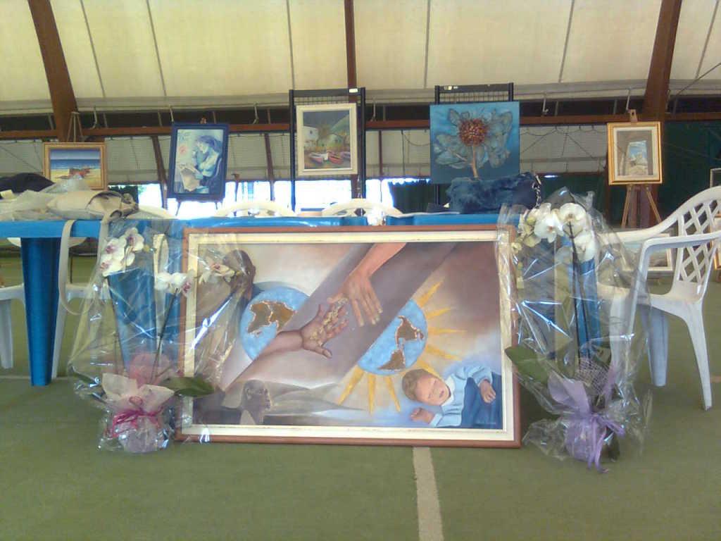 Quadro donato dalla socia XXXX in occasione del gemellaggio ProLoco Peschiera Borromeo-ProLoco Gravina di Puglia e dedicato alle vittime del terremoto dell'ottobre 2002.