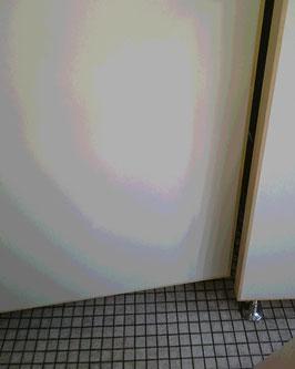 修理されたトイレのドア