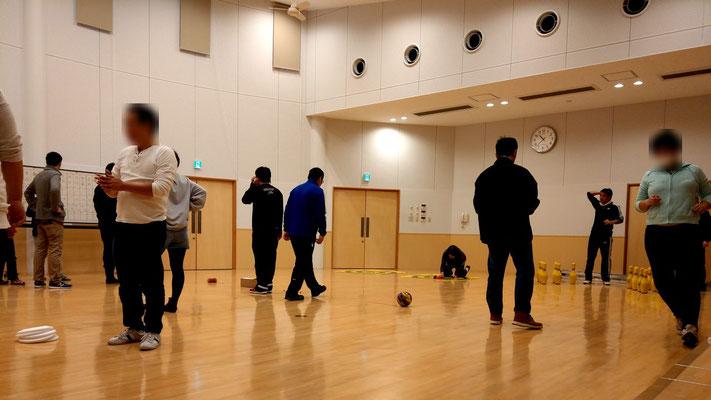 レクリエーション交流会の行われている体育館の様子