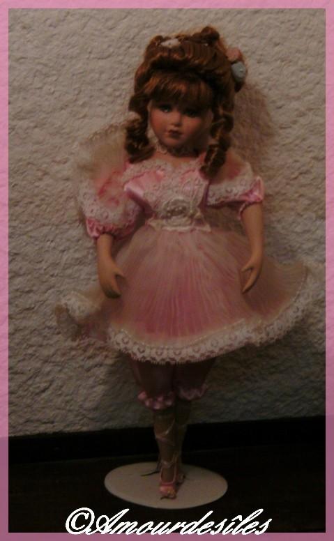 Petite Ballerine prise sous un autre angle qui fait ses pointes...