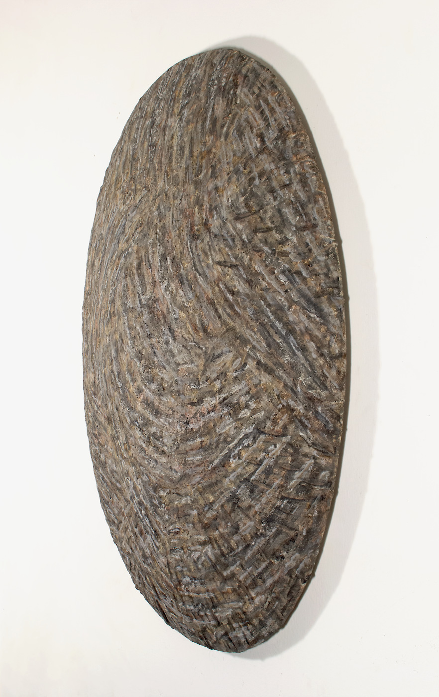 Side view of monosema - 93 x 70 x 10 cm  - clay, ground, ash on shaped canvas - 2019