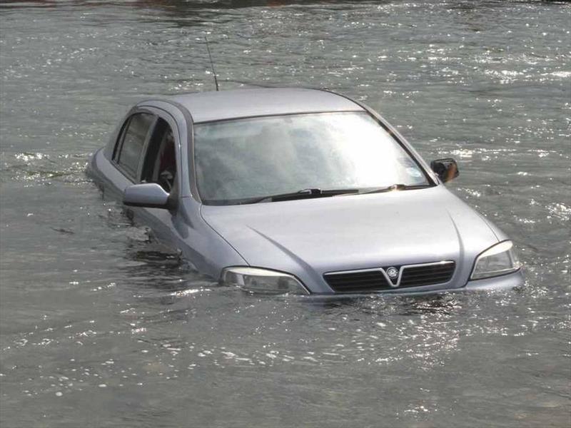 En esta temporada de lluvias, no olvide proteger su vehículo!