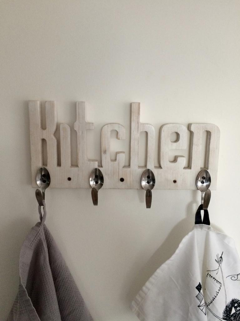 Porta canovacci da cucina sbiancato con cucchiaini