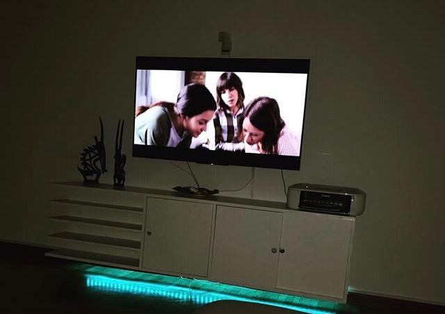 Mobile tv con luce Led per cromoterapia