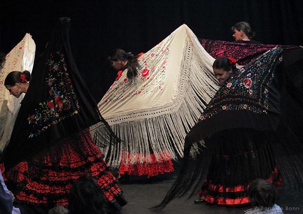 Flamencotanz Tientos/Tangos mit Mantón (großes Dreieckstuch)