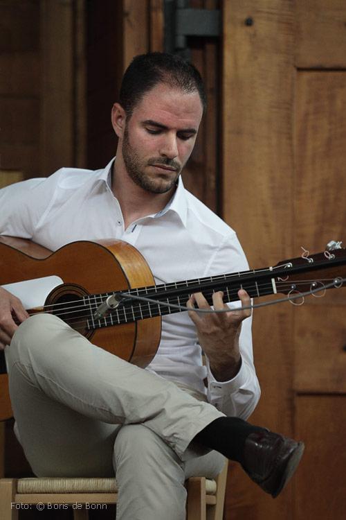"Flamenco-Gitarrist Ismael Alcalde in ""Feurige Momente"" / Color-Foto by Boris de Bonn"