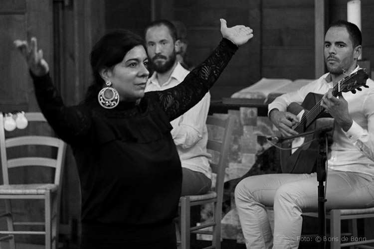"""Flamenco-Tänzerin Rosa Martínez in """"Feurige Momente"""" / SW-Foto by Boris de Bonn"""