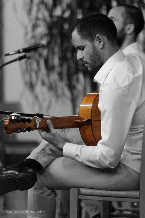 "Flamenco-Gitarrist Ismael Alcalde in ""Feurige Momente"" / Colorkey-Foto by Boris de Bonn"