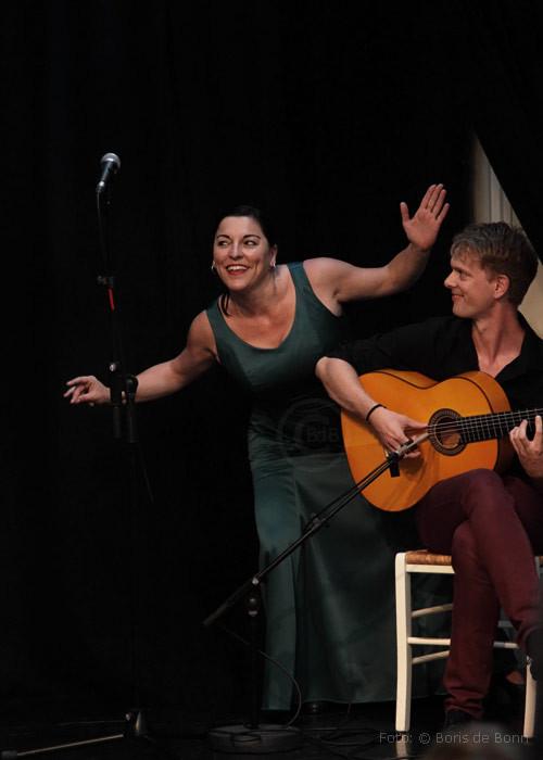 Flamenco-Tänzerin & -Dozentin Simi/Gitarre: Jerome