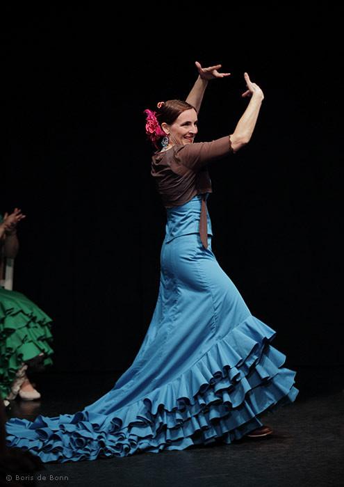 Flamencotanz Alegrías mit Bata de cola (Schleppe)