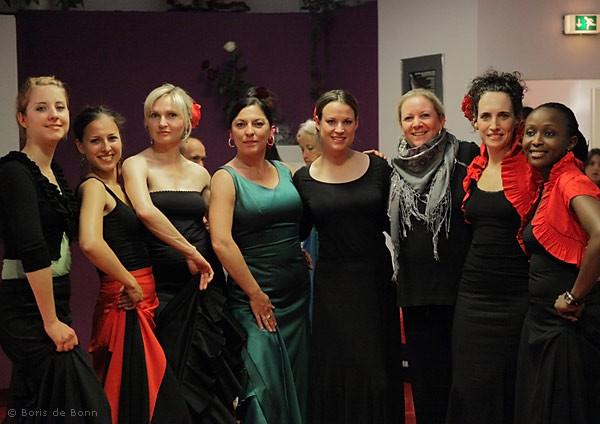 Posing vor der Flamenco-Tanzaufführung beim Sommerfest 2011 im Tanzstudio La Fragua