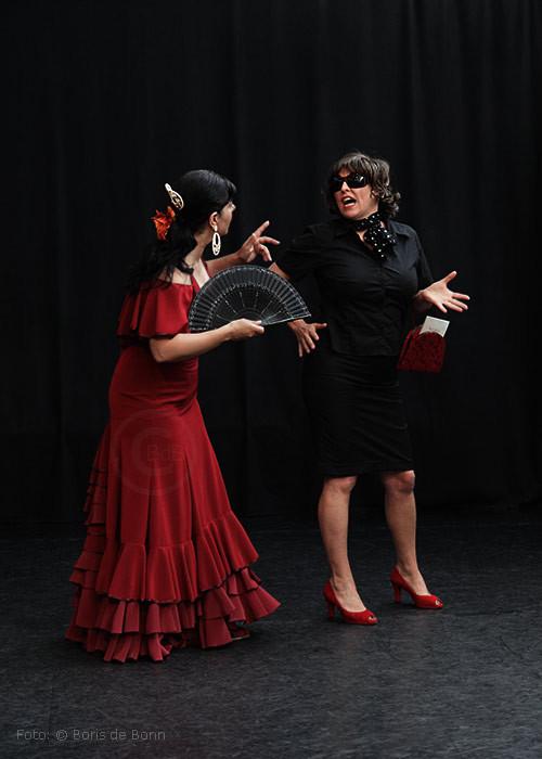 """Flamenco-Touristin"" Uschi alias Simi & die spanische Flamenco-Fachfrau Maruscha alias Rosa Martínez"