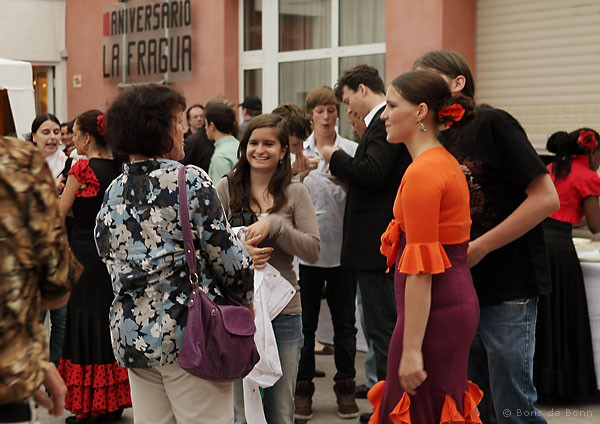 Schüler von La Fragua im Gespräch mit Gästen